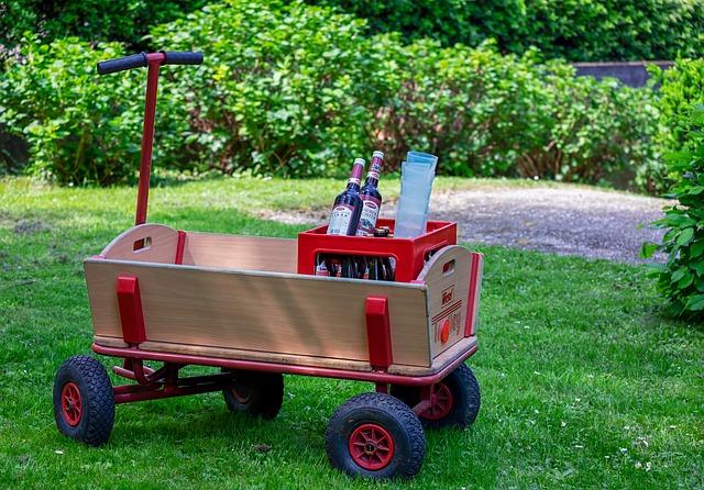 Bollerwagen mit Bierchen sind typisch für den Vatertag